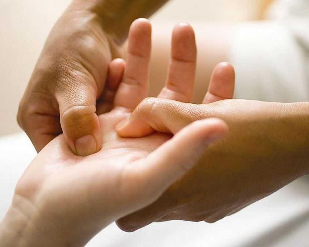 причины возникновения контрактуры Дюпюитрена во взрослом и детском возрасте